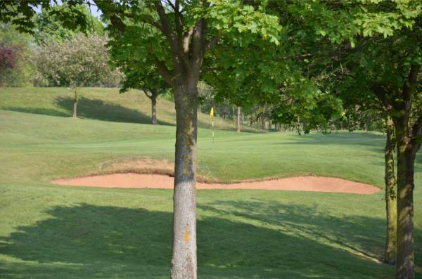 The 1st green, looking towards the 2nd tee